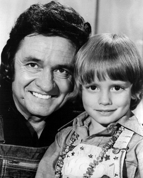Johnny Cash with son John Carter Cash in 1975 | Source: Wikimedia Commons/Inter-Comm Public Relations, Johnny Cash and Son 1975, marked as public domain