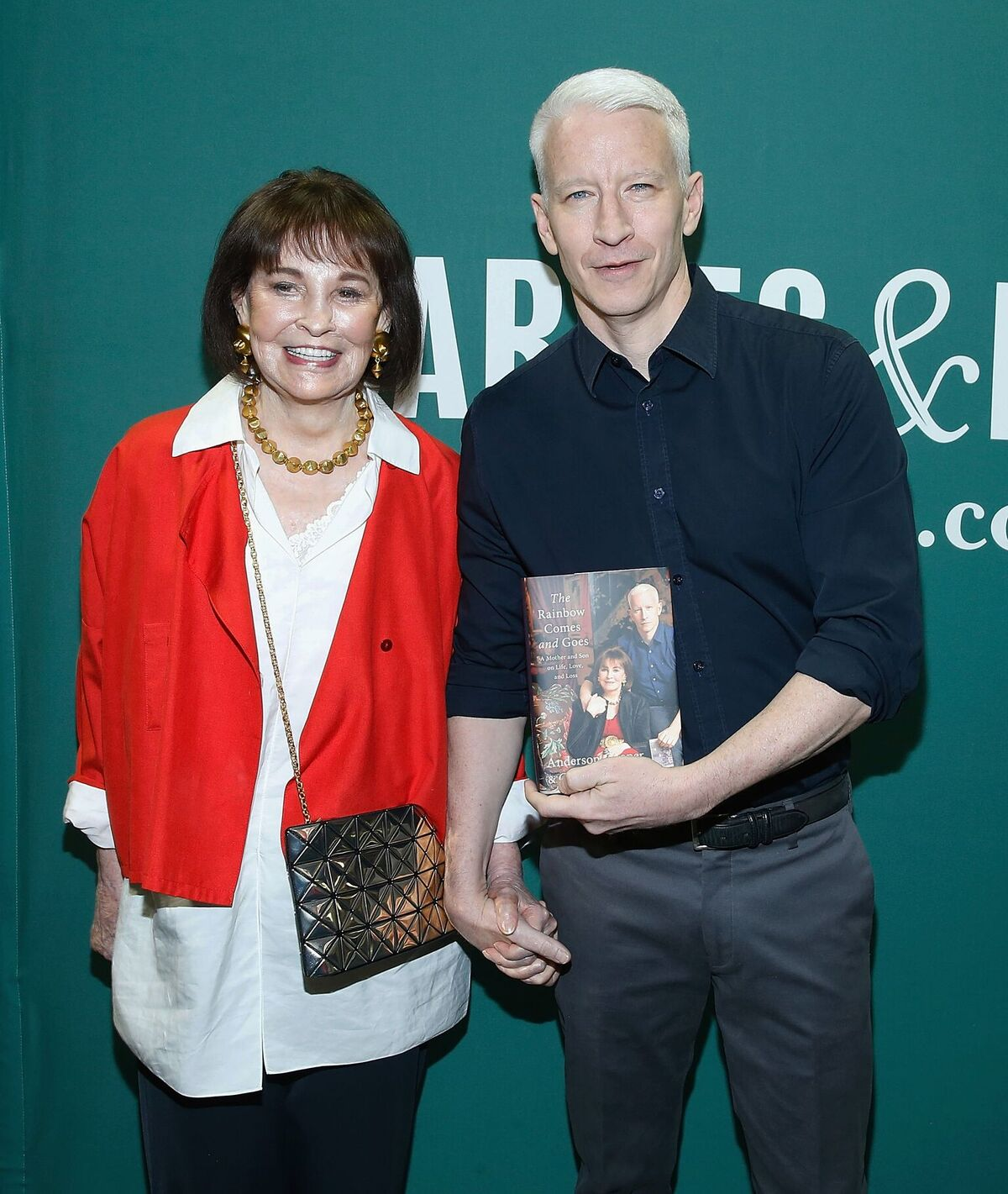 Gloria Vanderbilt and Anderson Cooper in conversation at Barnes & Noble Union Square on April 7, 2016, in New York City | Photo: John Lamparski/Getty Images