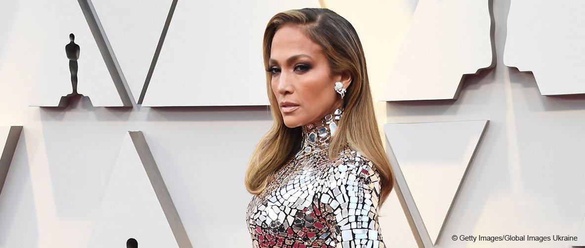 Jennifer López roba miradas con un impresionante vestido metálico en la alfombra roja de los Oscar