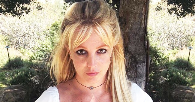 See Britney Spears Show Her Face Covered with Freckles in a Cute Video Shot in a Garden