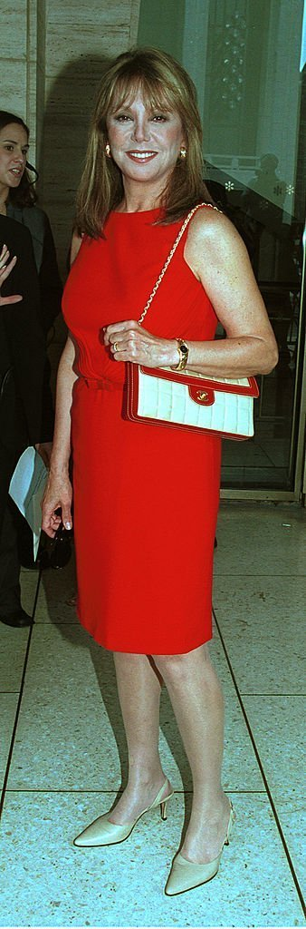 "That girl Marlo Thomas arrives September 10, 2001 at Redbook's fourth annual ""Mothers & Shakers Award,"" at Lincoln Center in New York City.  