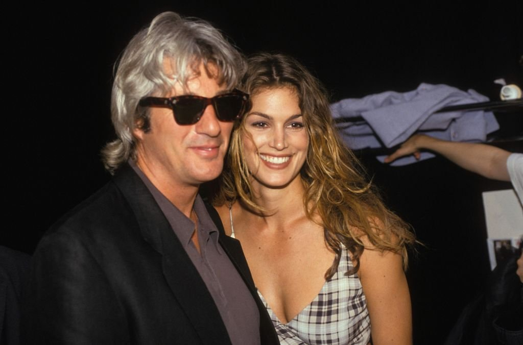 Richard Gere and Cindy Crawford at the Chanel Haute-Couture Autumn 1993-1994 fashion show,  Paris, France, 1993  | Photo: GettyImages