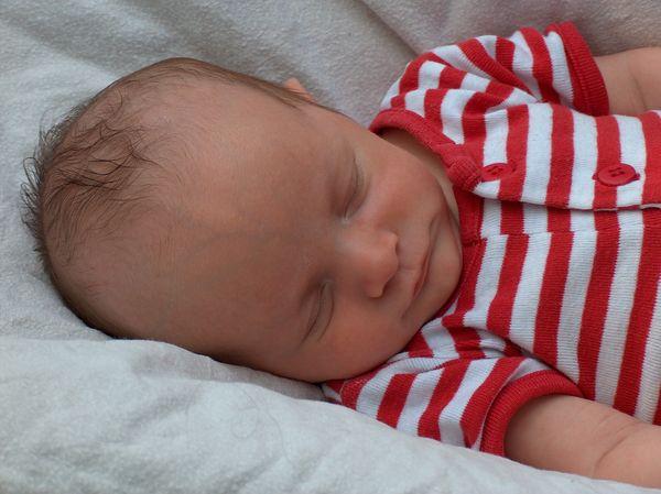 Un bébé endormi. l Source : Flickr