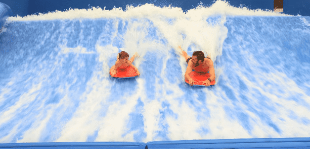 Dierks and Knox Bentley at the waterpark. | Source: Youtube/Dierks Bentley