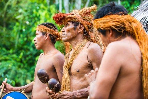 Músicos locales amazónicos no identificados. | Fuente: Shutterstock