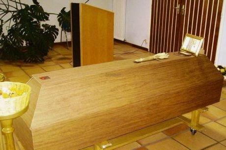 La photo du cercueil écologique en carton | Source: http://euroiris.unblog.fr/