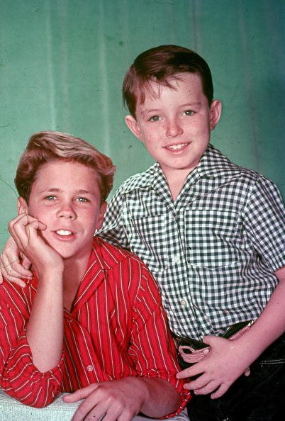 Tony Dow (L) and Jerry Mathers from the television series, 'Leave It to Beaver,' circa 1957. | Source: Getty Images.