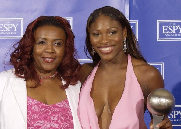 Serena Williams and Yetunde Price at the Kodak Theatre July 16, 2003 in Hollywood, California. | Photo: Getty Images