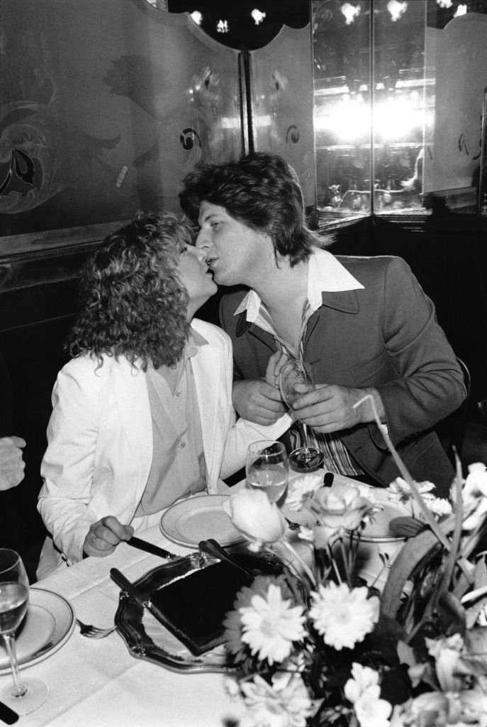 Fiancailles de la chanteuse Marie Myriam et du comique-imitateur Patrick Sebastien au restaurant 'L'Escargot' le 13 mars 1978. | Photo : Getty Images