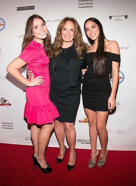 Sophia Lopez, Catherine Bach and Laura Lopez at the Hyatt Regency Century Plaza on October 17, 2015 in Los Angeles, California. | Photo: Getty Images