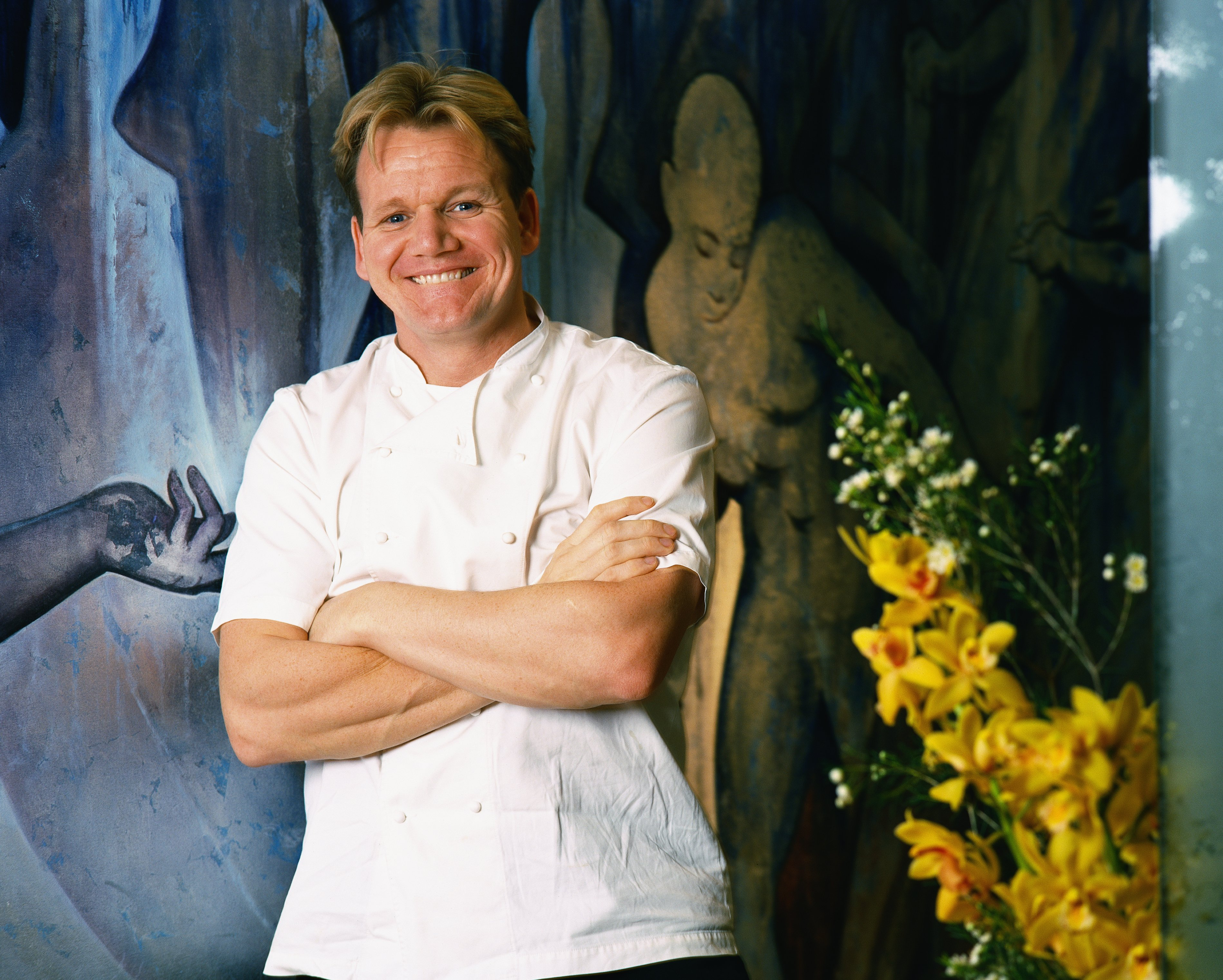 A 2001 photo of celebrity Chef Gordon Ramsay beside his restaurant in London. | Photo: Getty Images