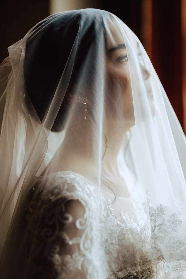 In love with the bride | Source: Unsplash
