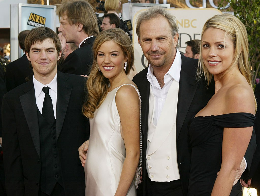 Kevin Costerwith his son Joe, daughter Lily and fiance Christine Baumgartner at the 61st Annual Golden Globe Awards on January 25, 2004. | Photo: GettyImages