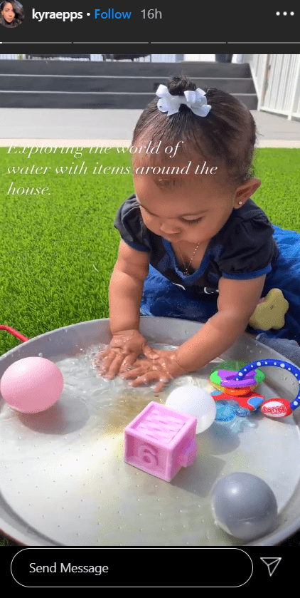 A photo of Indiana Rose Epps playing with toys in water in a post shared by her mom, Kyra. | Photo: Instagram/Kyraepps