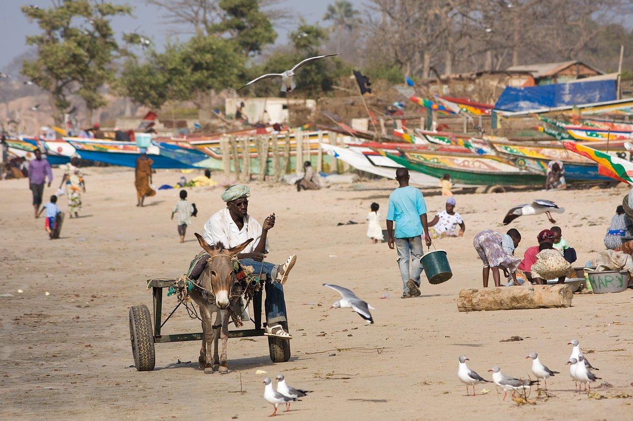 Playa en Gambia. Fuente: Wikimedia Commons