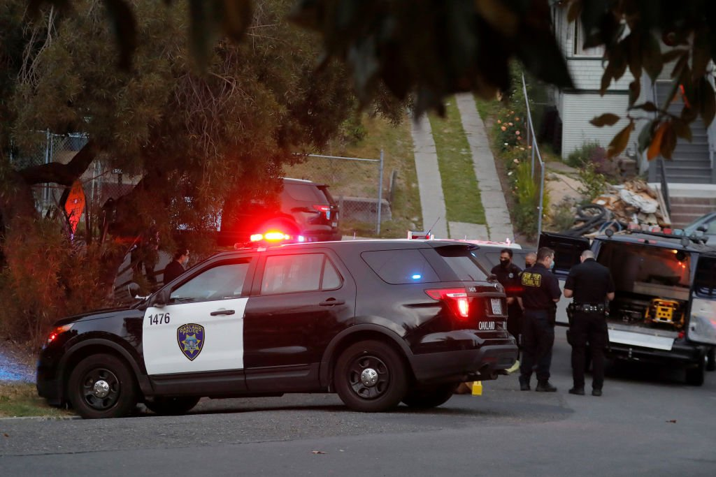 Oakland police responding to a scene on Sunday, May 16, 2021 | Photo: Getty Images