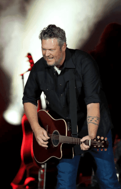 Blake Shelton performs onstage in front of a microphone stand during the ATLive 2019 concert, at Mercedes-Benz Stadium, on November 15, 2019 in Atlanta, Georgia | Source: Carmen Mandato/Getty Images.
