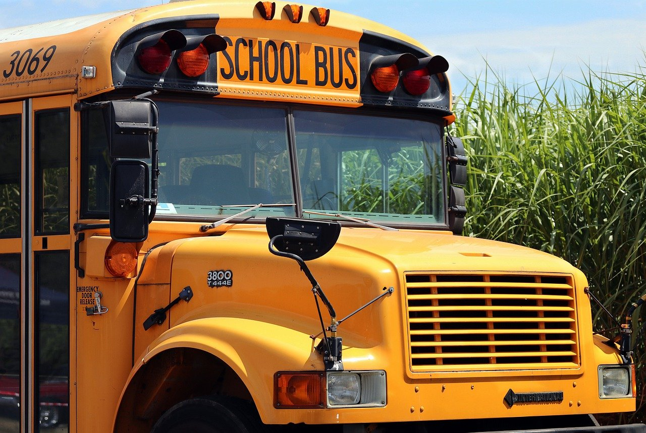 A close-up image of a yellow school bus   Photo: Pixabay/S. Hermann & F. Richter