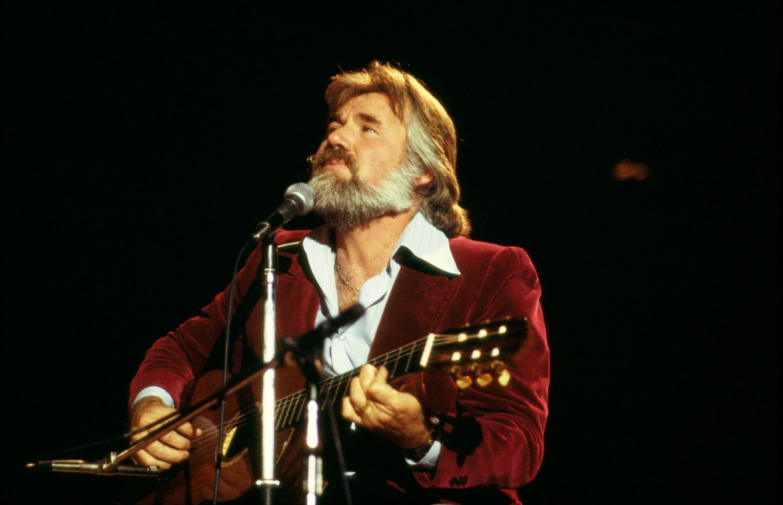 Kenny Rogers performing on stage in 1978 | Source: Getty Images