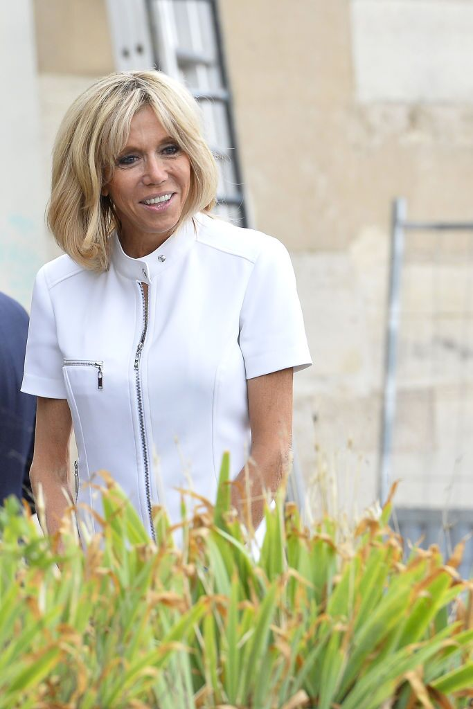 Brigitte Macron dans une robe blanche | Photo : Getty Images