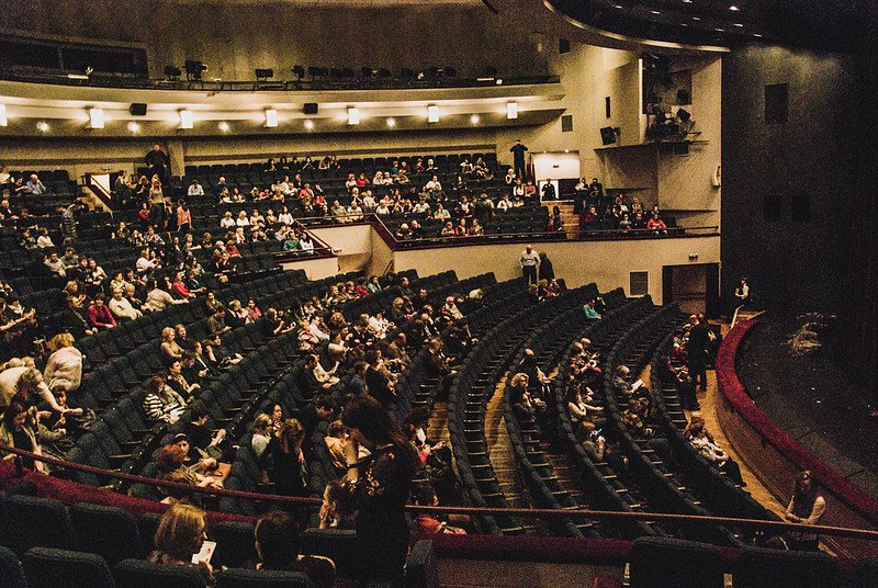 A theatre filled with an audience. | Photo: Flickr