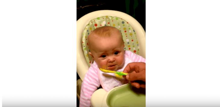 Un bébé dit les premiers mots. | Photo : Youtube/Jomantgixxer