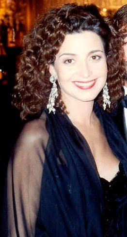 Annie Potts at the Governor's Ball following the 41st Annual Emmy Awards. | Source: Wikimedia Commons