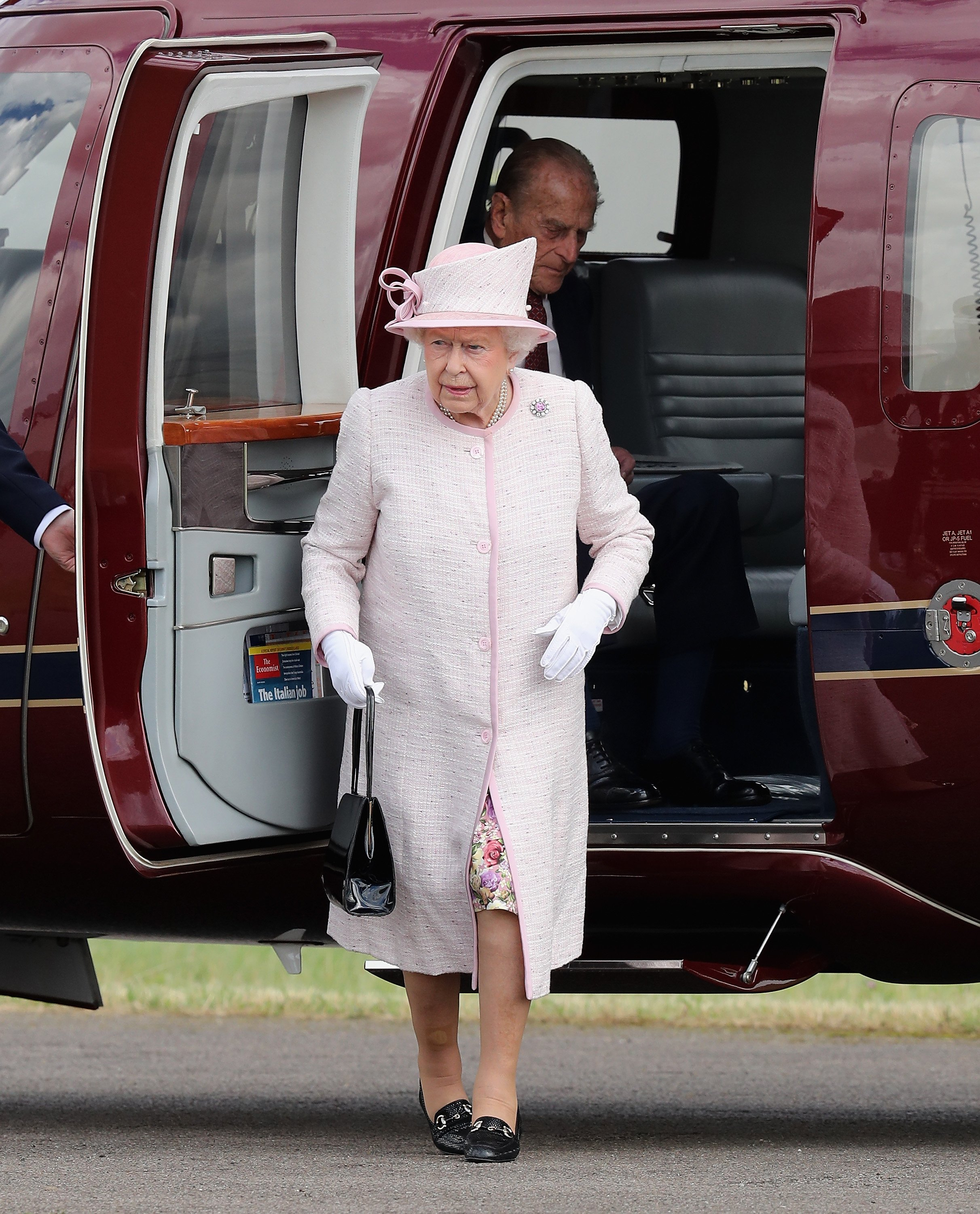 Queen Elizabeth arrives in the royal helicopter to open the new East Anglian Air Ambulance Base at Cambridge Airport on July 13, 2016 in Cambridge, England | Photo: Getty Images