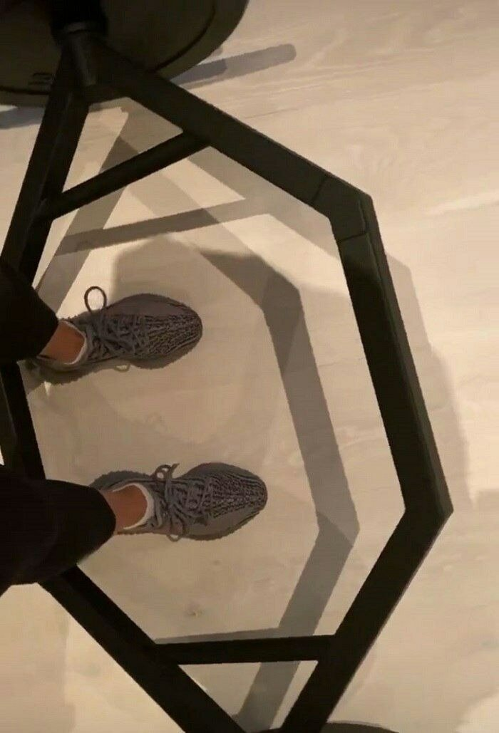 Showing a picture of her Yezzy sneaker in between weights, Kim Kardashian shares her morning workout routine | Source: instagram.com/kimkardashian
