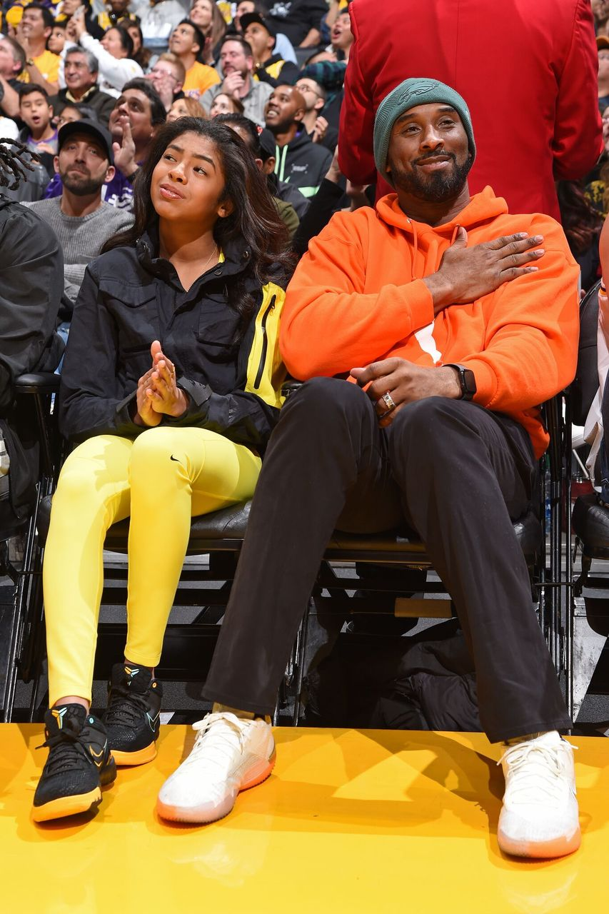 Kobe Bryant and Gianna Bryant attend the game between the Los Angeles Lakers and the Dallas Mavericks. | Source: Getty Images