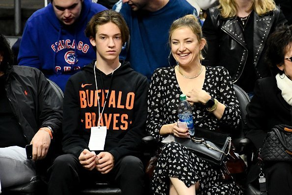 Kate Hudson and her son Ryder Robinson at Staples Center on November 07, 2019 in Los Angeles, California. | Photo: Getty Images