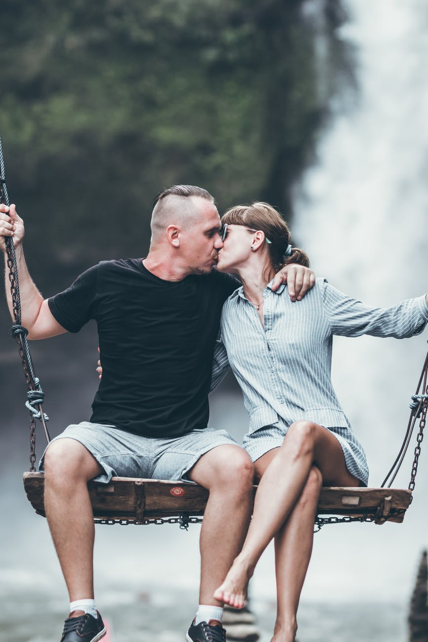 A couple sharing a kiss during their honeymoon. | Source: Pexels