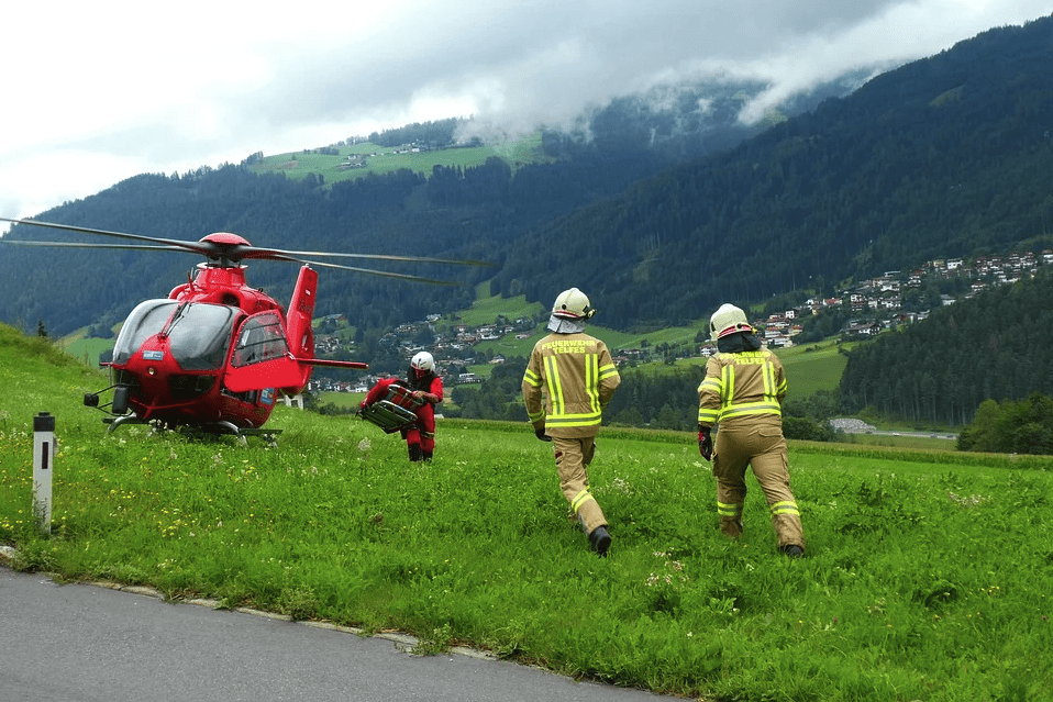 A search and rescue team with their helicopter   Photo: Pixabay
