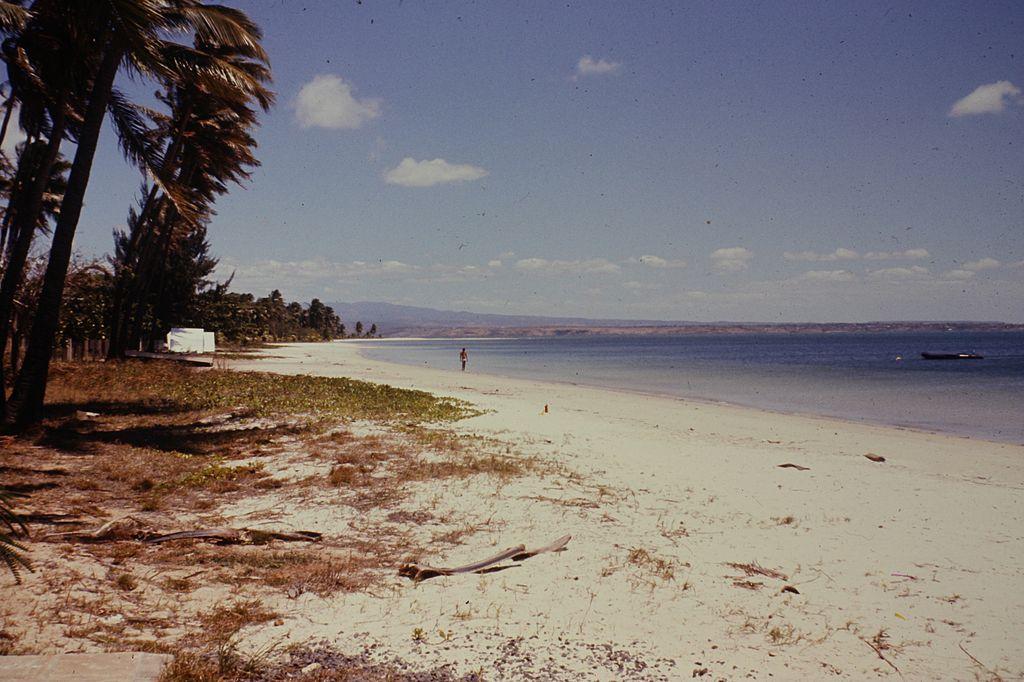 Photo d'une plage sur  l'île de Madagascar dans les années 1970 | Wikimedia Commons