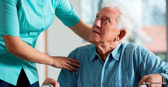 Empleada de una residencia para ancianos es atrapada en video maltratando a un abuelo