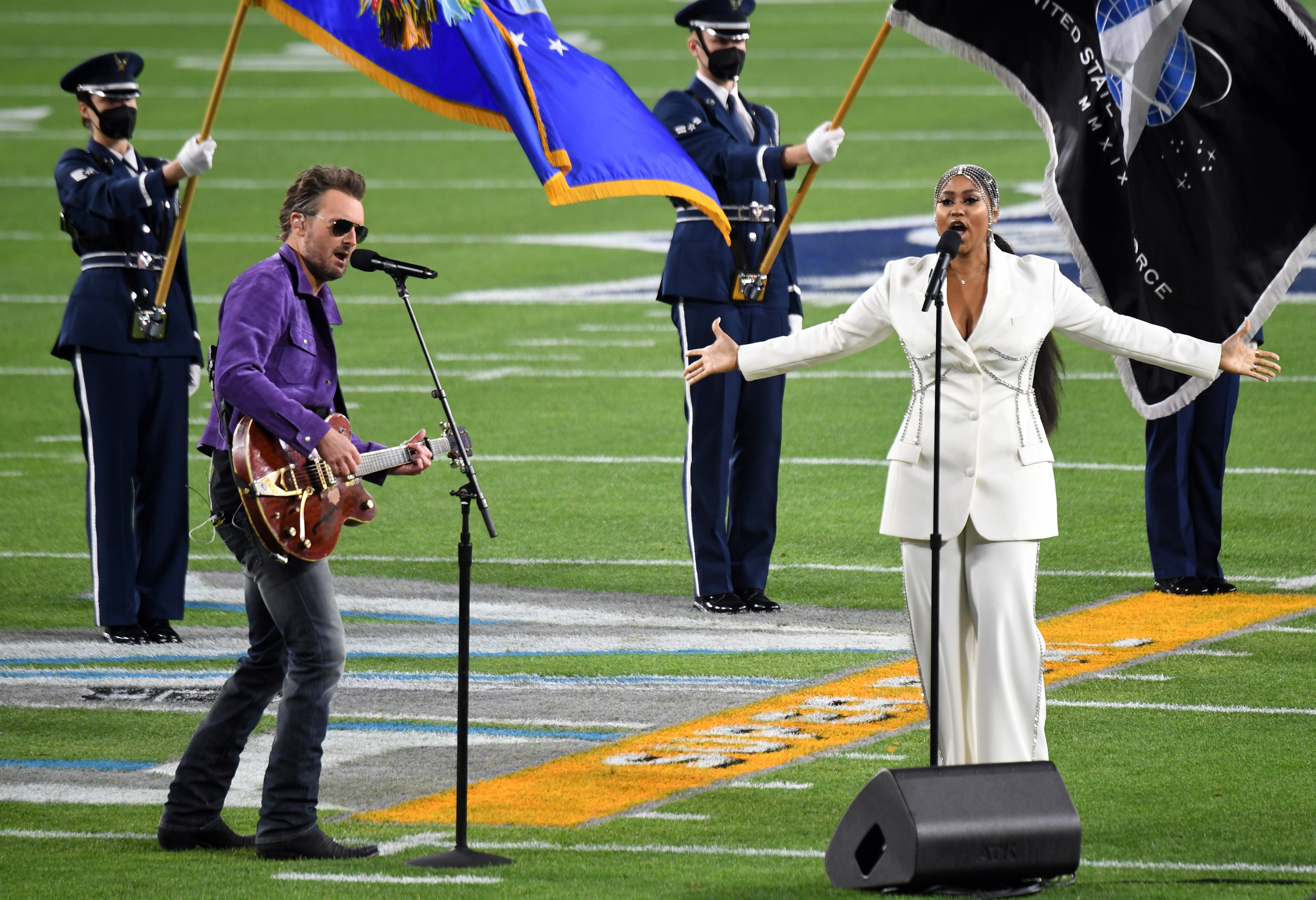 Jazmine Sullivan and Eric Church amazed the crowd with their rendition of The Star-Spangled Banner at the 2021 Superbowl, in Tampa, February, 2021.   Photo: Getty Images.