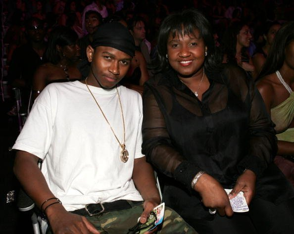 Jonnetta Patton (R) mother of Usher with her son pose for a photo at the 2004 MTV Video Music Awards at the American Airlines Arena August 29, 2004, in Miami, Florida.   Source: Getty Images.
