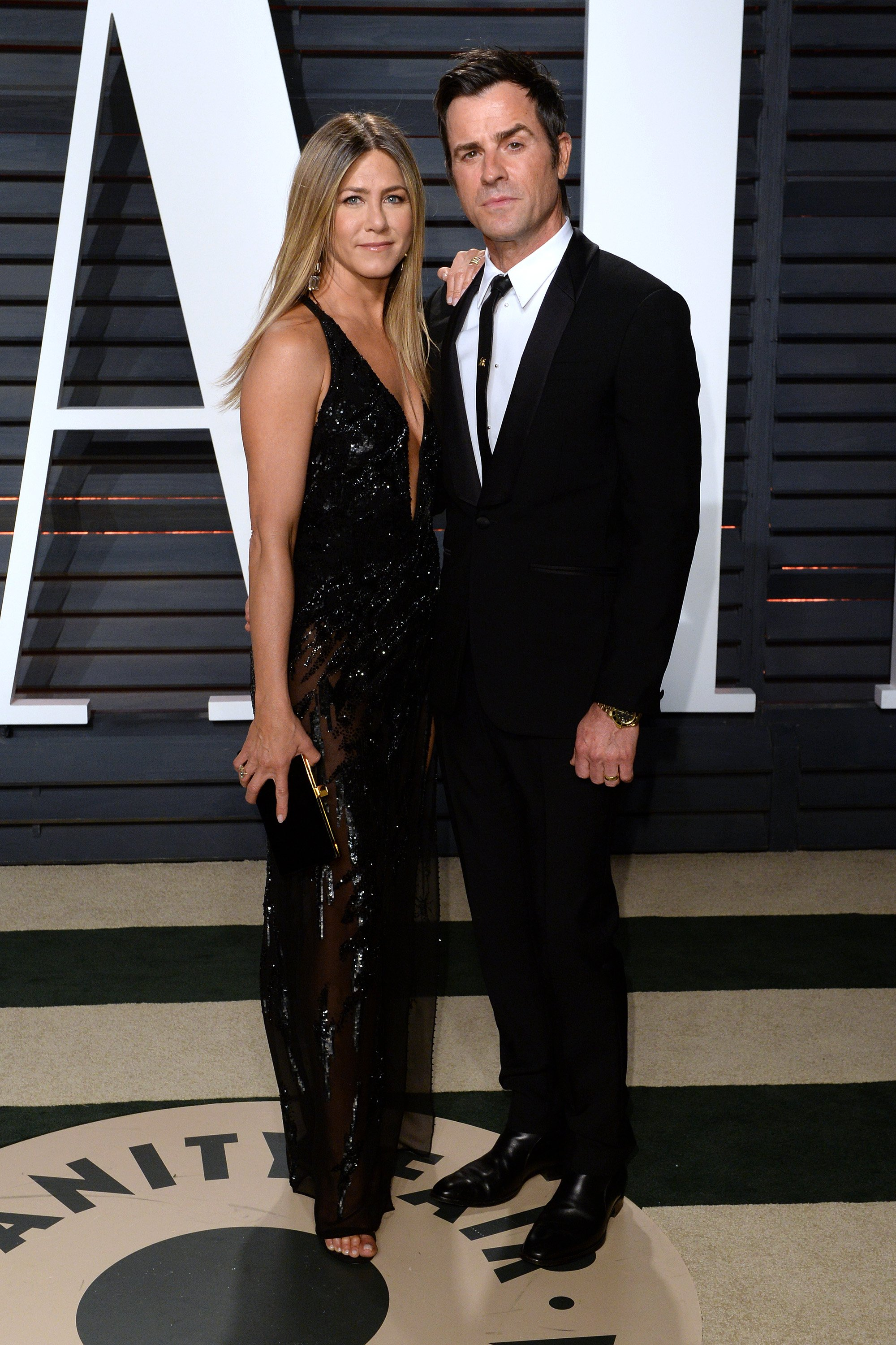 Justin Theroux and Jennifer Aniston attend the 2017 Vanity Fair Oscar Party. | Source: Getty Images