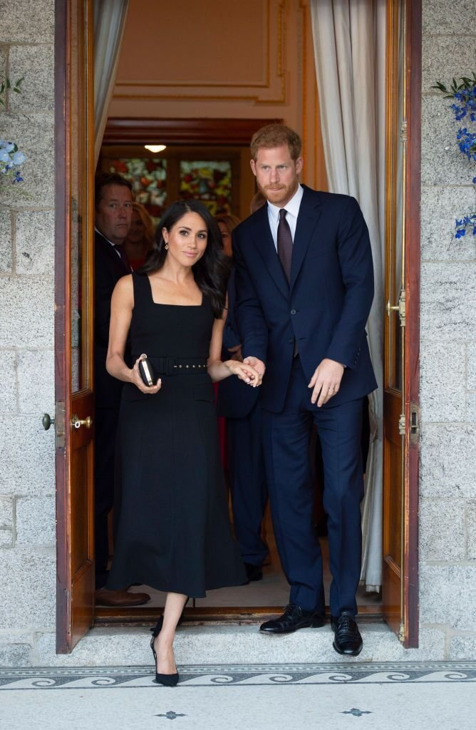 Le Prince Harry, Duc de Sussex et Meghan, Duchesse de Sussex assistent à une réception à Glencairn, la résidence de Robin Barnett, l'ambassadeur britannique en Irlande | Getty Images / Global Images Ukraine