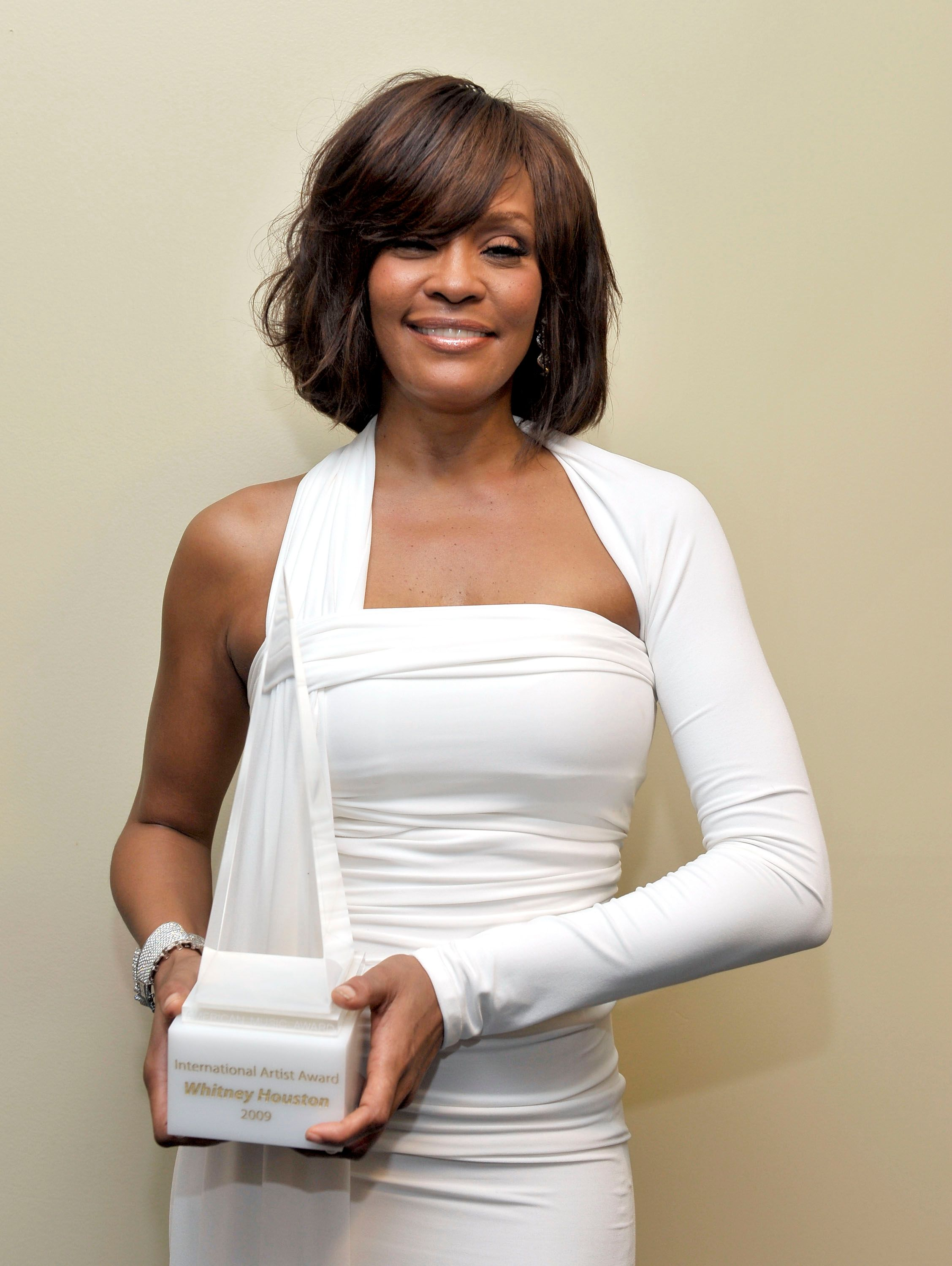Late singer Whitney Houston posed with her Favorite Artist Award backstage at the 2009 American Music Awards on November 22, 2009 in Los Angeles, California. | Source: Getty Images