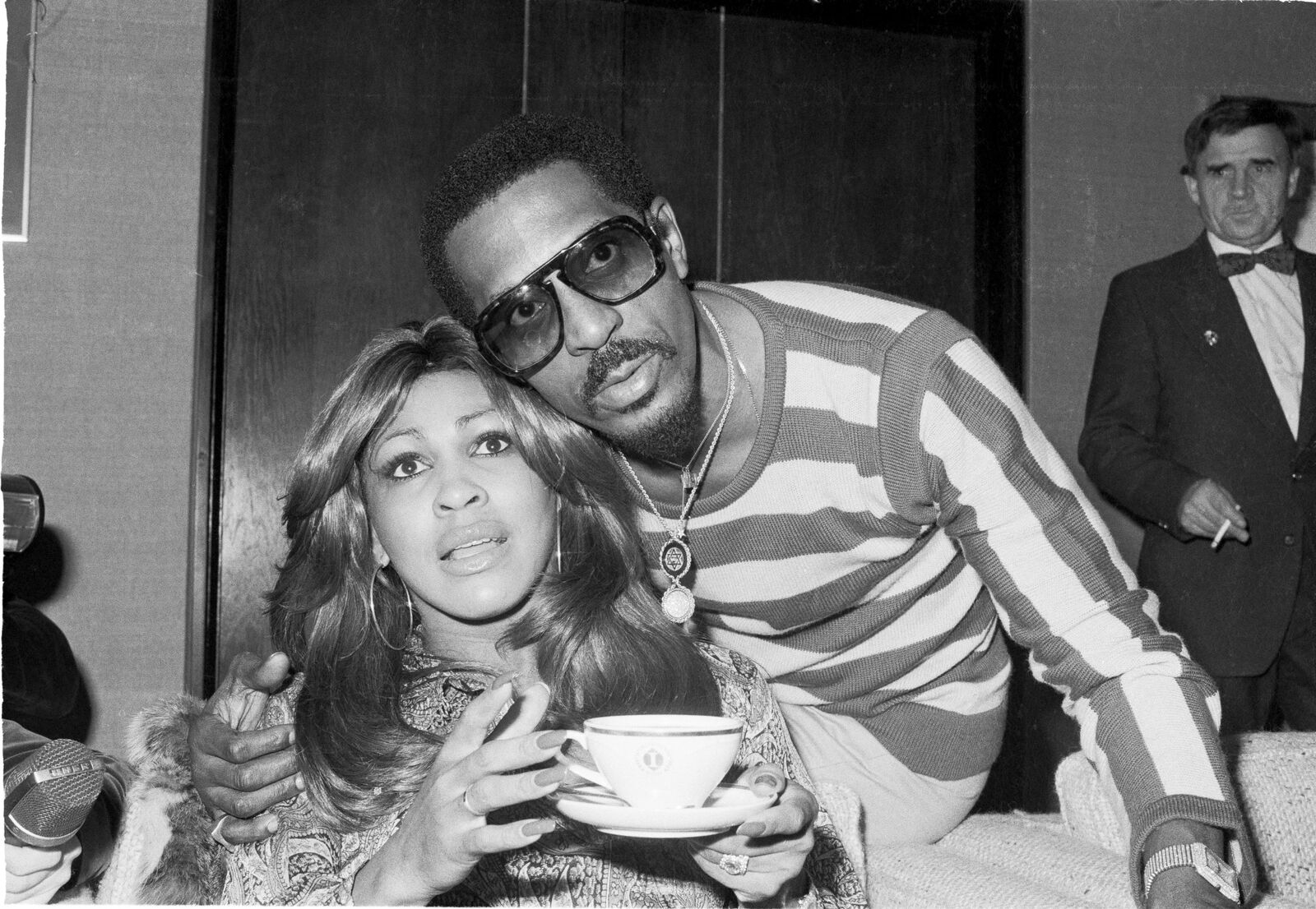 Tina Turner and Ike Turner in London, in October 1975 | Source: Getty Images