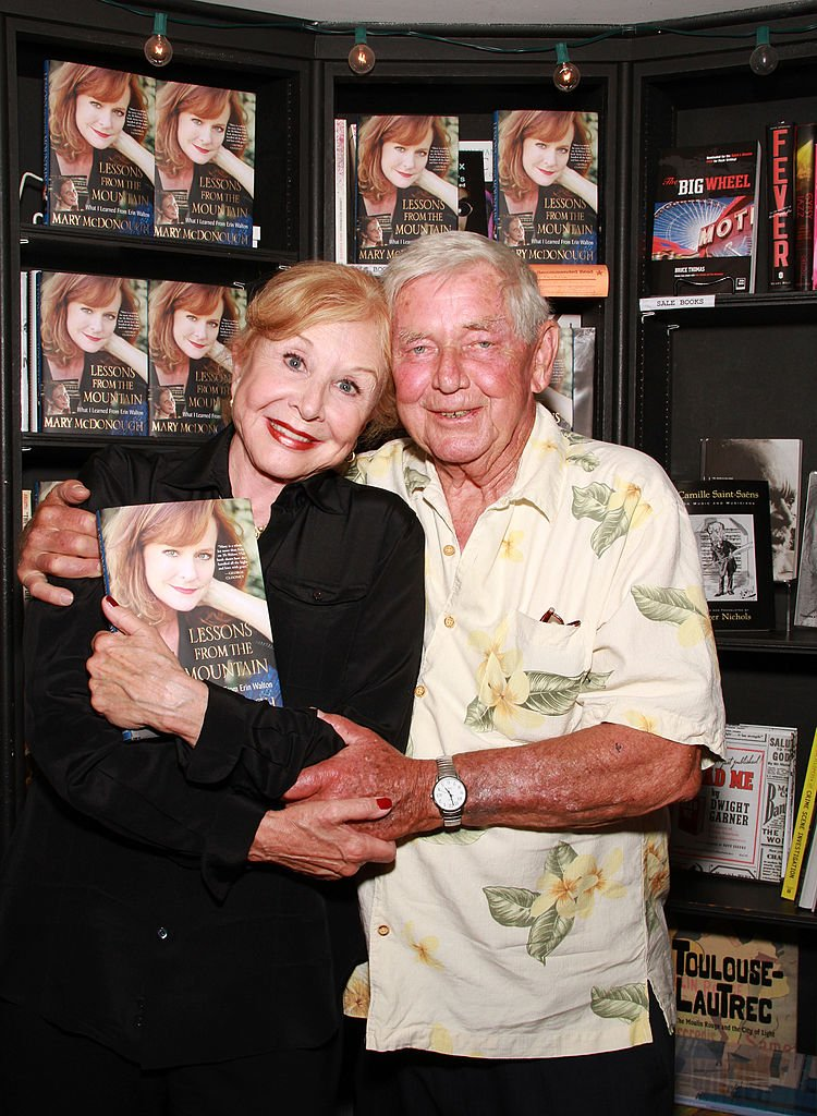 Michael Learned and Ralph Waite attend the signing of Mary McDonough's book at Book Soup on April 16, 2011 in West Hollywood, California. | Photo: Getty Images