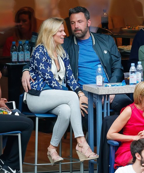 Ben Affleck and Lindsay Shookus attend the 2017 US Open Tennis Championships at Arthur Ashe Stadium on September 10, 2017 in New York City | Photo: Getty Images