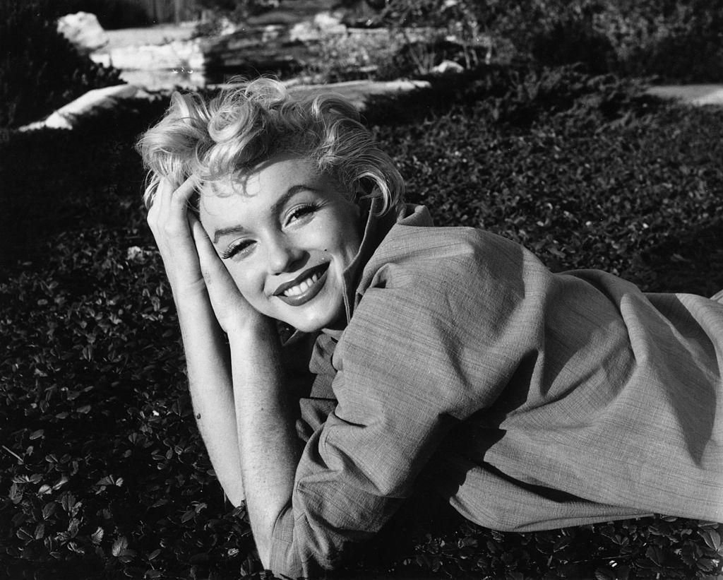 Marilyn Monroe posing casually, 1954 | Photo: Getty Images