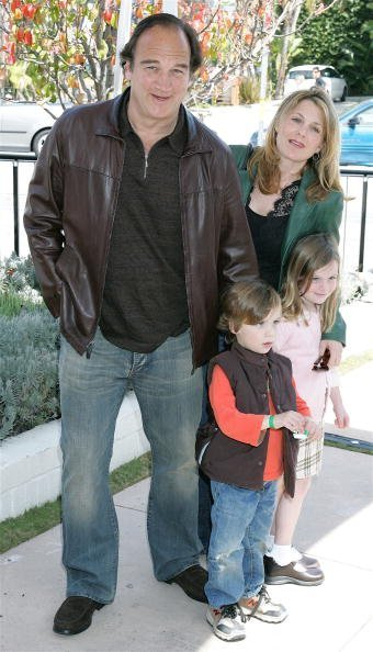 Jim Belushi, Jennifer Sloan, and their children at the John Varvatos Boutique on March 19, 2006 in West Hollywood, California. | Photo: Getty Images