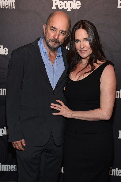 Richard Schiff du Good Doctor et Sheila Kelley au Bowery Hotel à New York City.| Photo : Getty Images
