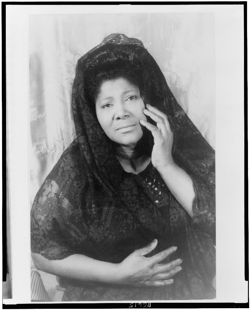 Mahalia Jackson photographed by Carl Van Vechten, 16 Apr. 1962   Photo By Carl Van Vechten - Van Vechten Collection at Library of Congress, Public Domain/Wikimedia Commons Images