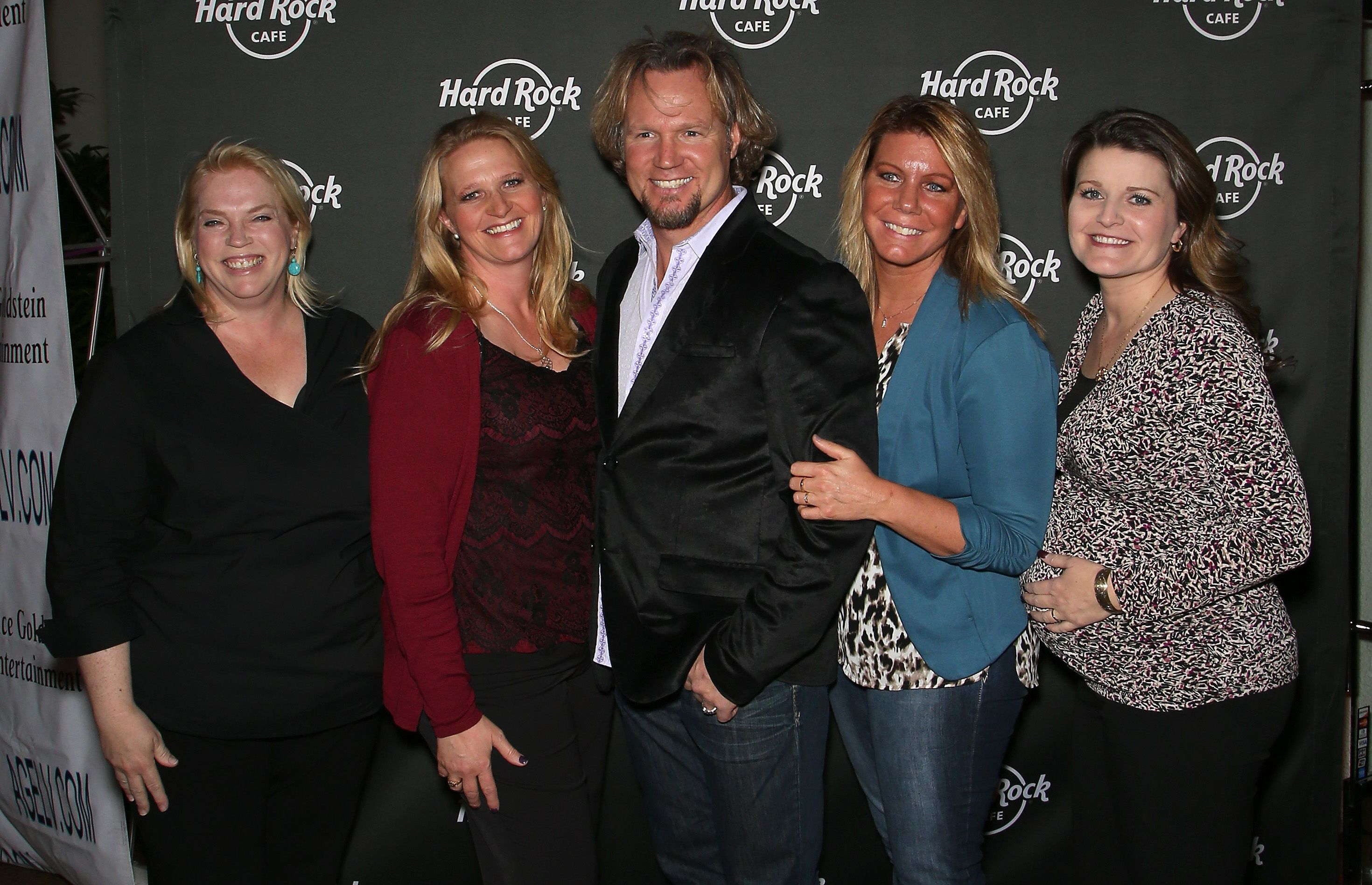 Kody Brown and his wives Janelle Brown, Christine Brown, Meri Brown and Robyn Brown, at Hard Rock Cafe Las Vegas on October 10, 2015. | Photo: Getty Images