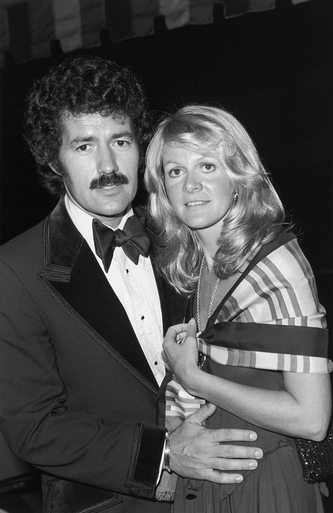 Alex Trebek and Elaine Trebek Kares at the Annual Thalian Ball, on October 1976 in California | Photo: Getty Images