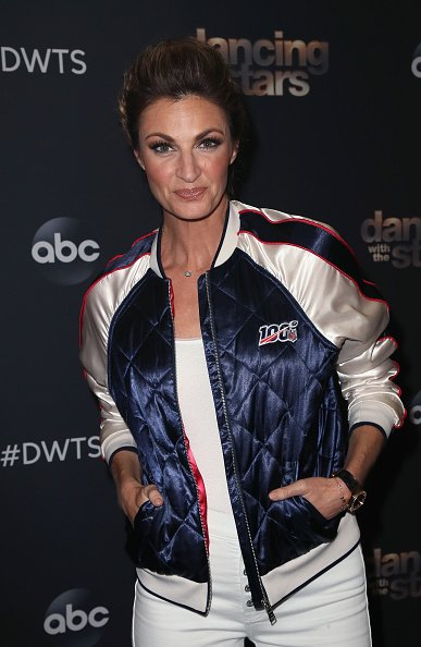 "Erin Andrews posa en la temporada 28 de ""Dancing with the Stars"" en CBS Television City el 14 de octubre de 2019 en Los Ángeles, California. 